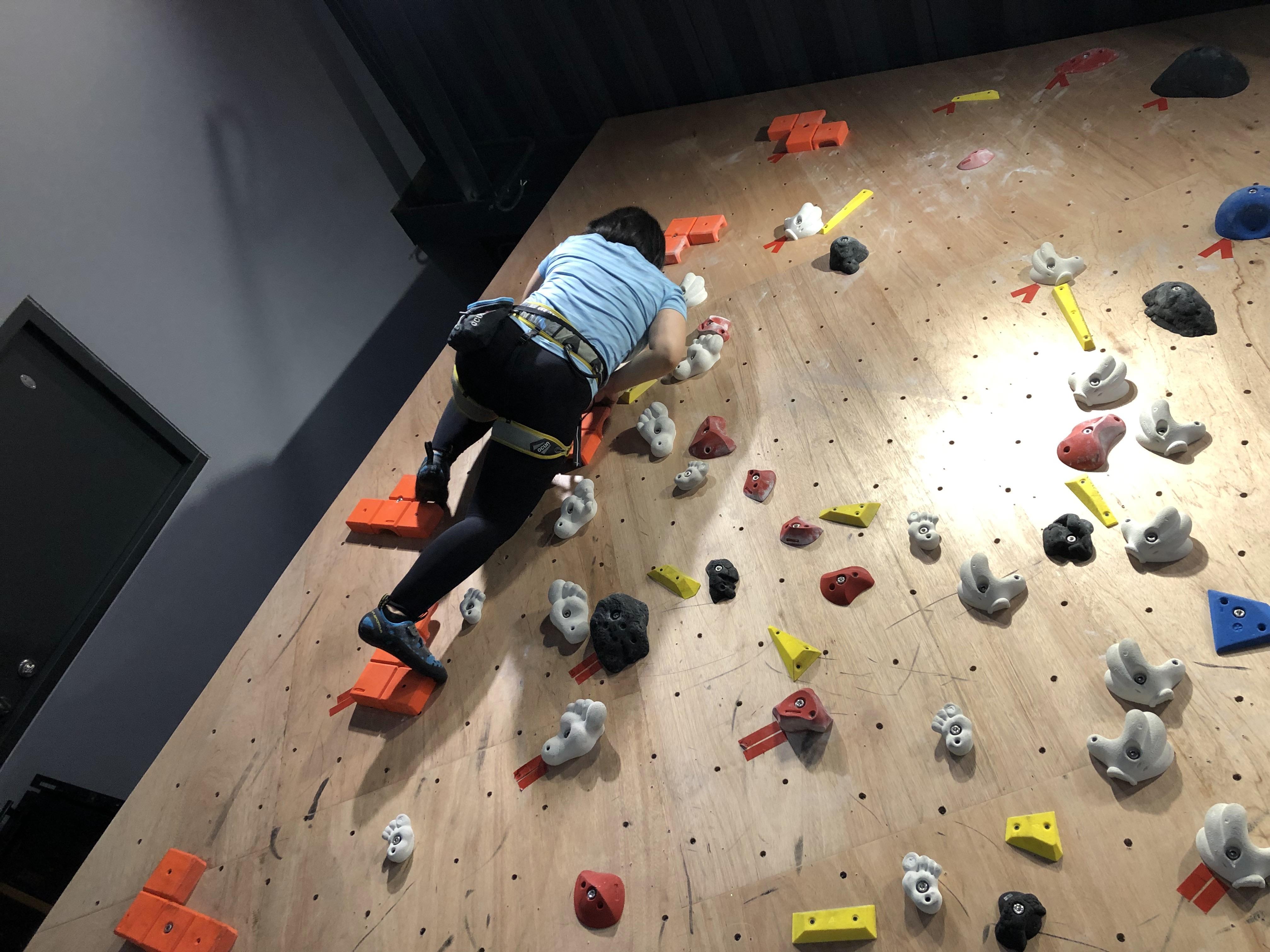 【好玩地點】 假日帶媽媽去哪玩?室內攀岩初體驗 台中Dapro室內攀岩場(教練確保50分鐘) 6
